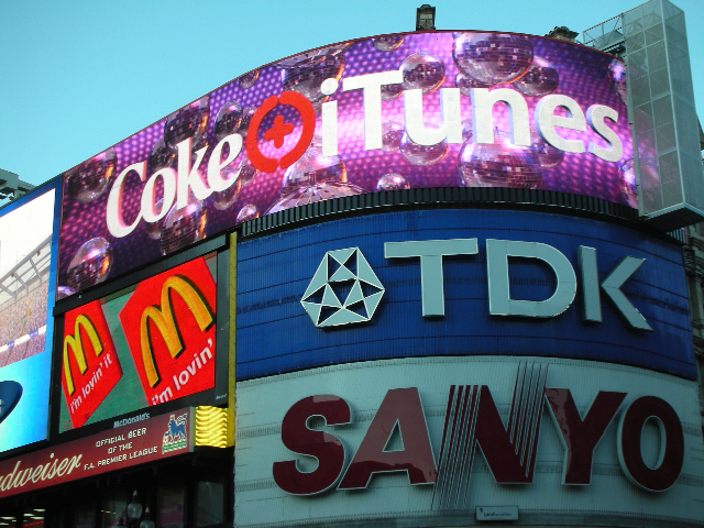 Coke+iTunes Piccadilly
